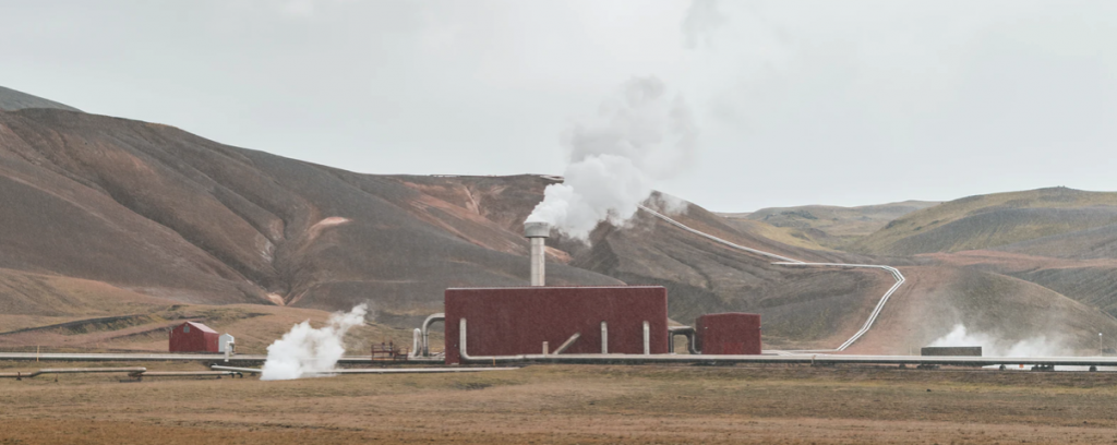 A picture of an industrial-sized geothermal plant in Iceland.