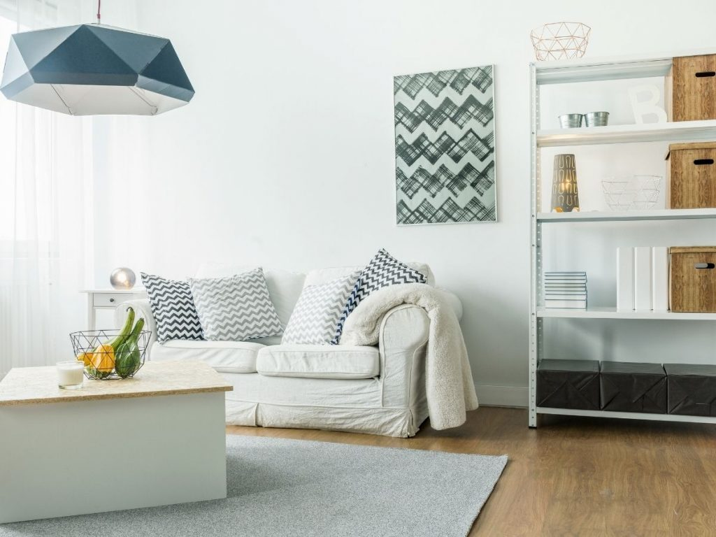 Photo of a comfortable modern living room decorated in white. Interior wall insulation contributes to indoor comfort.